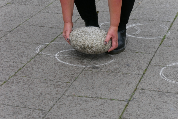 Eva Björkman - Rolling and drawing with stone